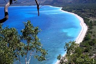 Tempat Wisata di Lampung yang Terkenal pantai pasir putih