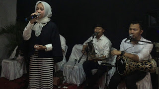 Biodata Nissa Sabyan Nama: KhairunNissa Status: Sekolah / Santri Job: Vocalis Sabyan Gambus Jakarta Artis: youtube Genre: Islami, Sholawat, Qasidah.