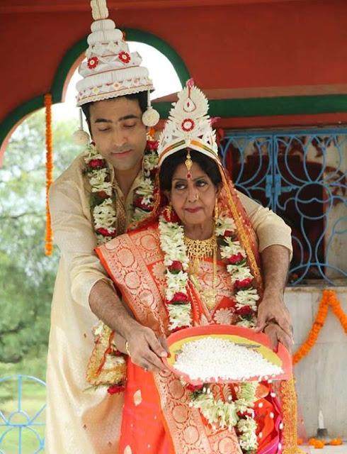 Savitri-Chatterjee-sajala-old-bride