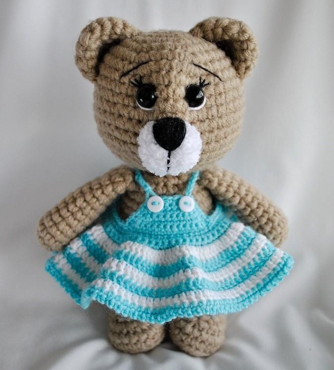 Мишка в платье игрушка амигуруми