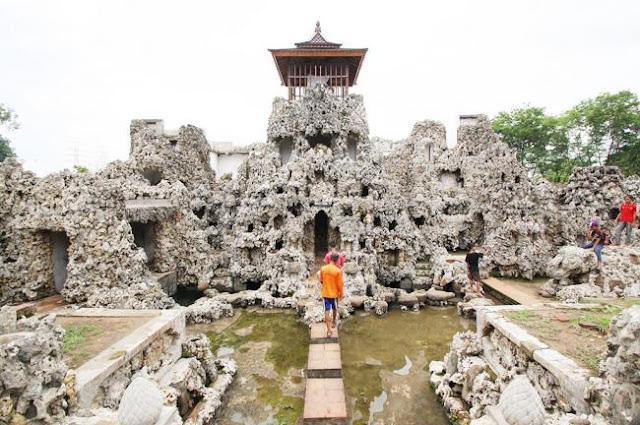Tempat wisata hits taman sari gua sunyaragi cirebon
