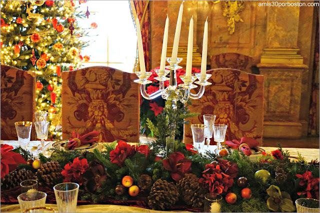 Mesa y Sillas en el Salón Comedor de Marble House, Newport