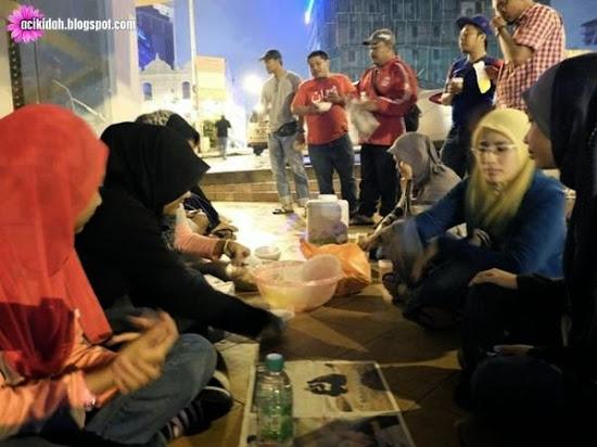 Makanan Untuk Gelandangan Oleh Al-Waasi Dan PandanPrihatin