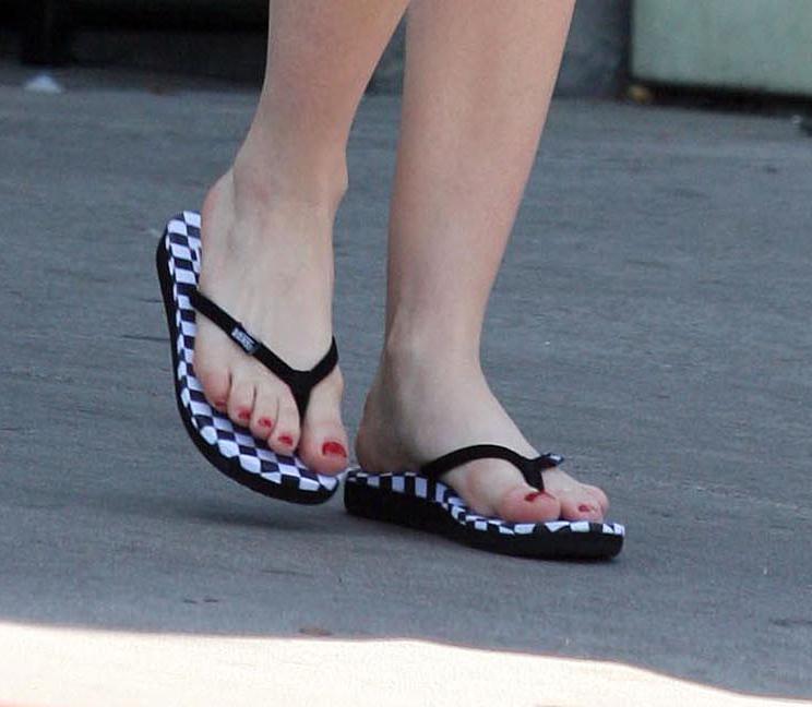 Avril Lavigne Feet 40