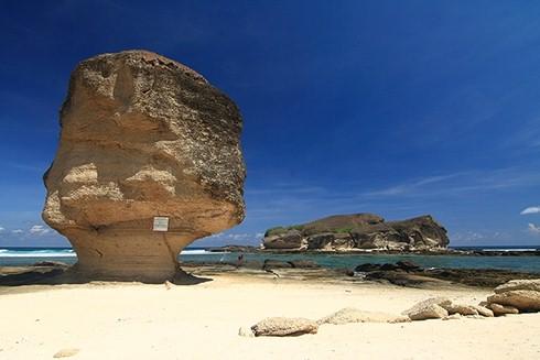 Pantai Tanjung Aan lombok tengah