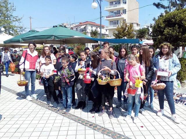 """Ομάδα παιδιών του συλλόγου """"Ελληνική Παράδοση"""" τήρησαν το έθιμο με τα κάλαντα του Λαζάρου!"""