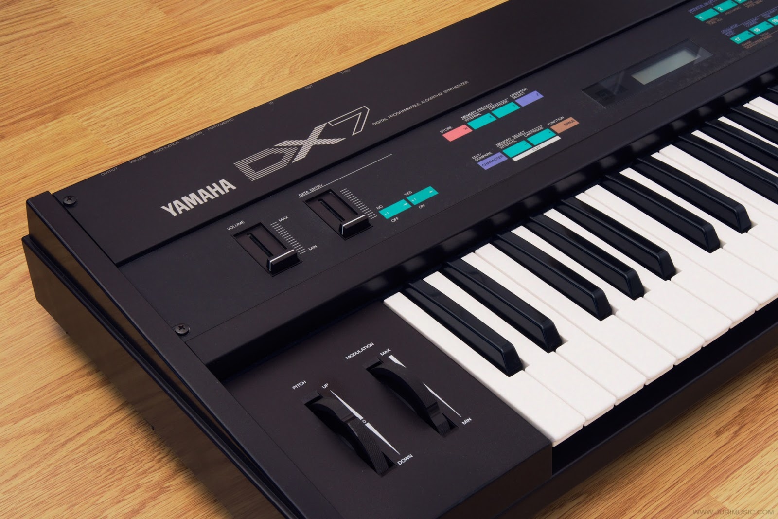 Yamaha DX7 synthesizer sound demo & pictures | www jurimusic com