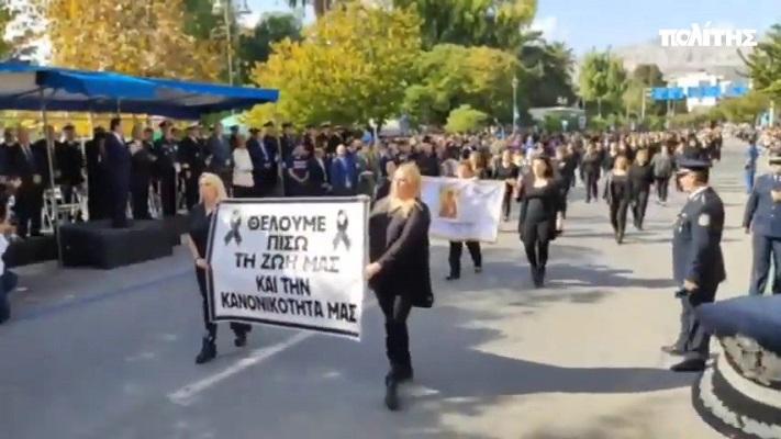 Πυρπόληση Αγίας Τράπεζας στη Χίο: Με μαύρα παρέλασαν οι κάτοικοι