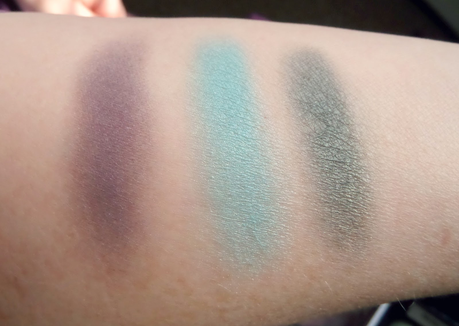 Front Cover Eye Colour Revolution Makeup Set More Swatch