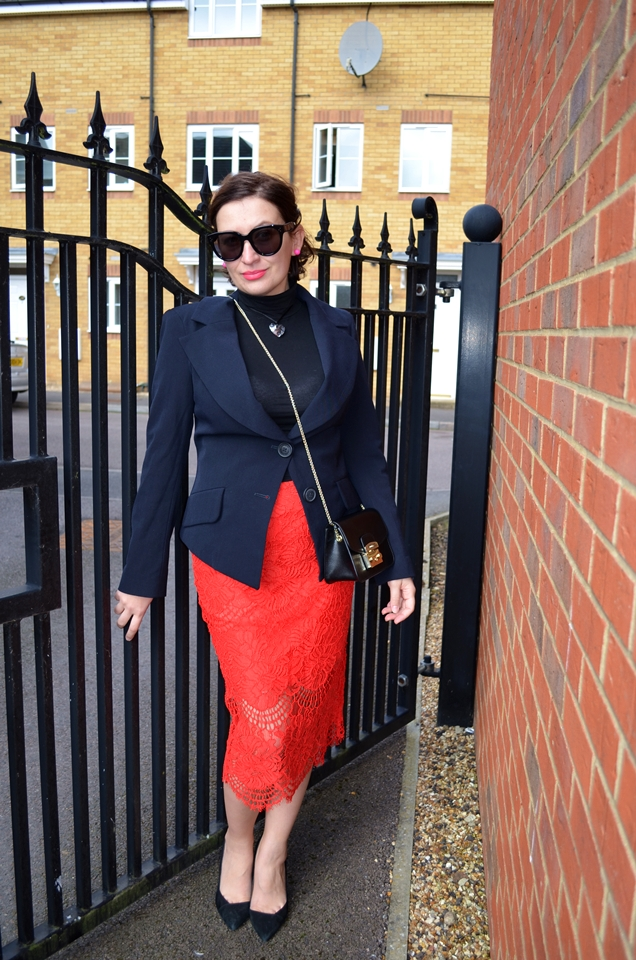 Adriana Style Blog, blog modowy Puławy, Celine Audrey Sunglasses, Fashion, Furla Bag, klasyki w garderobie, moda, River Island Red skirt, Styl, ubiór, Vivienne Westwood Blazer