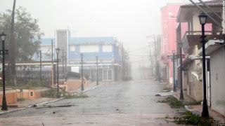 إعصار ماريا يضرب بورتوريكو، ويقتل 9 اشخاص ويسبب دمار واسع النطاق