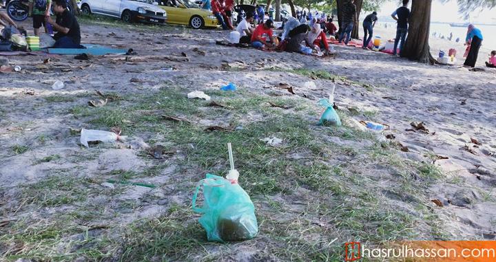 Sampah di Pantai Bersih