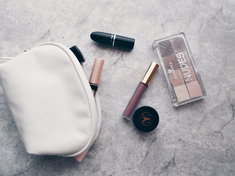 ps minimalist blog,beauty and fashion blogger valentina batrac,teen croatian beauty bloggers,hrvatske beauty blogerice,what's in my makeup bag,my everyday makeup favourites,my favourite makeup products