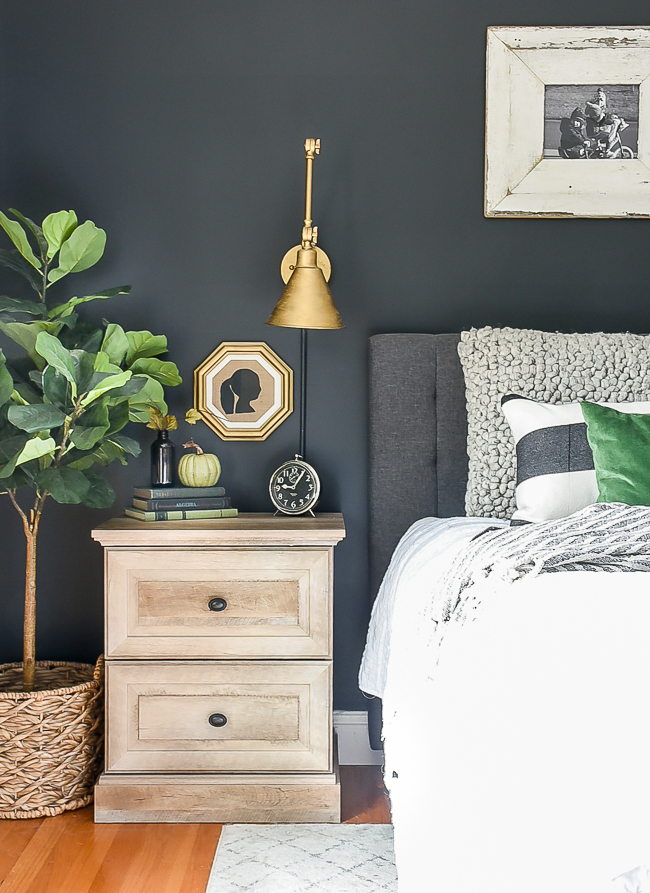 Simple bedroom fall decor