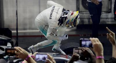 Lewis Hamilton Menangi  Balapan F1 GP Singapura