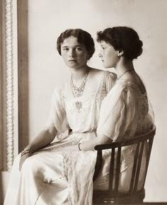 Olga and Tatiana Romanova, Russia 1913