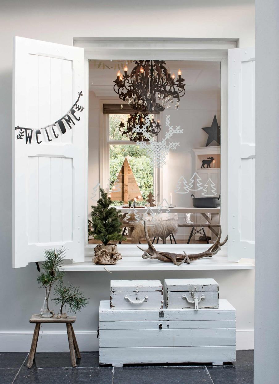 casa nordica, decoracion navideña, navidad, adornos, ciervo, estilo nordico, decoracion nordica, reno, arbol navidad, guirnalda letras,