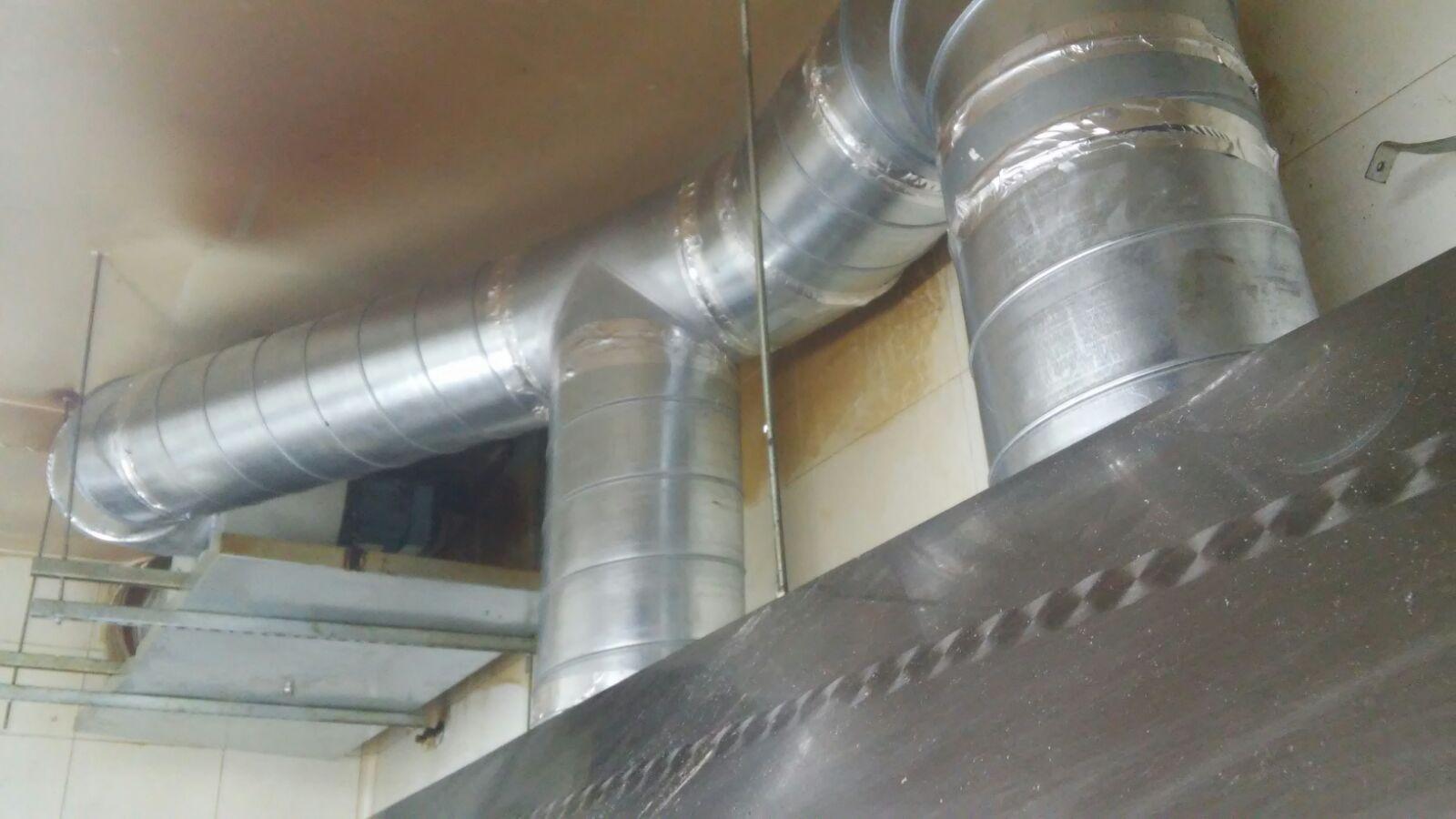 Salida de humos campana extractora fabulous chimenea for Tubo campana extractora rectangular
