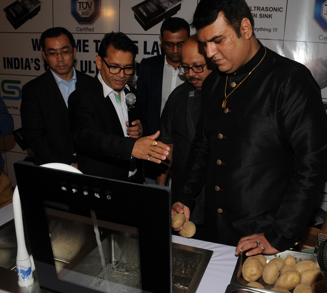 Sayo Ultrasonic Kitchen Sink Launched For First Time In India Pesticides Circuit Schematic Diagram Celebrity Chef Kaviraj Khialini Said With The Increasing Health Consciousness Among People It Will Be A Boon Who Cherish Goodness Of