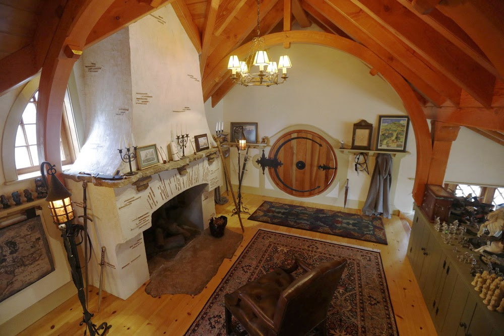 04-Archer-&-Buchanan-Architects-Hobbit-&-LotR-Cottage-JRR-Tolkien-www-designstack-co