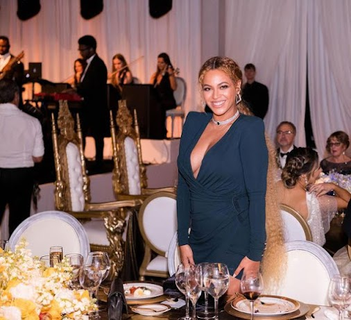 Beyoncé Serves Up Lots of Smiles at Serena Williams' Wedding to Alexis Ohanian When she sees two people...