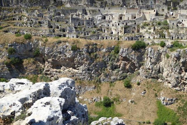 case-grotta nel sasso caveoso