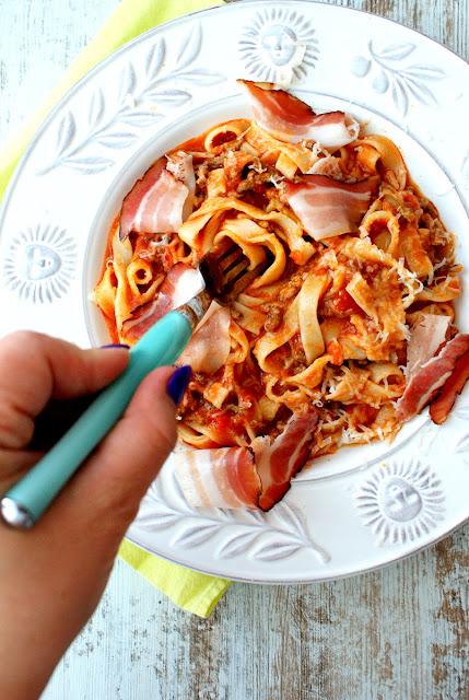 speck,ragu,parmezan,tagliatelle al ragu,kuchnia włoska,sos bolognese,sos neapolitański,sos do makaronu,malma,barilla,de cecco,