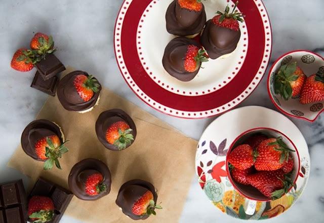 Chocolate Dipped Strawberry Cheesecake #chocolate #desserts