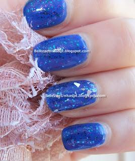 Manicure Azul com Brilhos