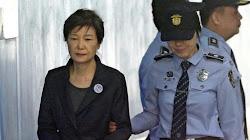 Các công tố viên Nam Hàn yêu cầu bản án 30 năm tù cho Bà Park Geun-hye