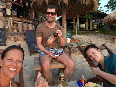 Foto van Splashpacker Ellis en twee vrienden uit Nederland
