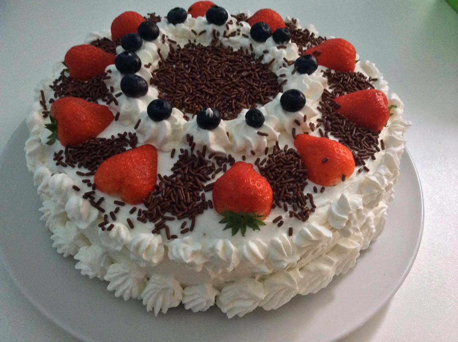 Calla S Blog Erdbeere Torte Mit Schokostreusel