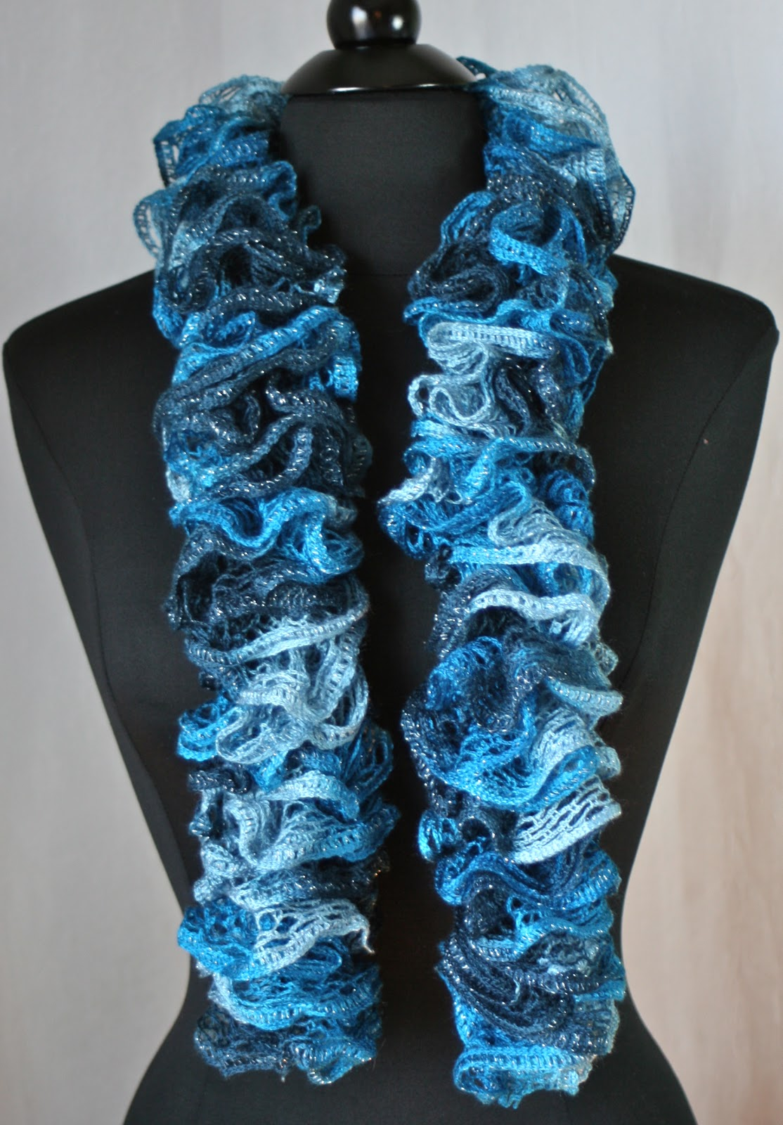 Pics For > Crochet Ruffle Scarf