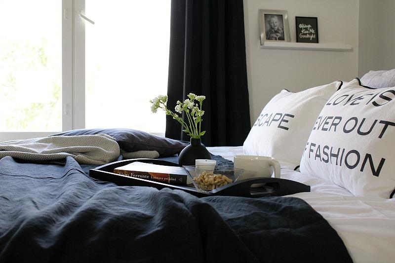 harmaa makuuhuone grey bedroom