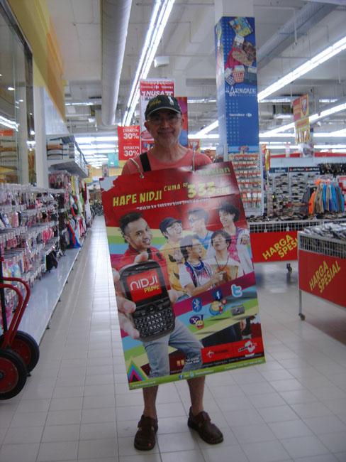 De hombre anuncio en Carrefour