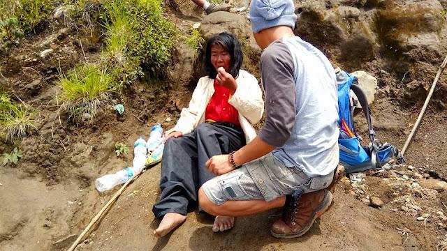 Alhamdulillah, Ibu yang Dibuang Digunung oleh Keluarganya Sudah Dievakuasi