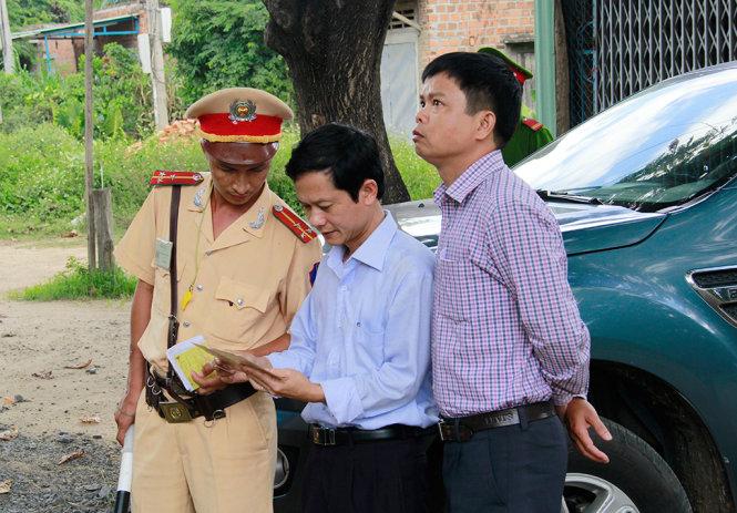 """Gia Lai: Giám đốc Sở mật phục, """"trị"""" cấp dưới vì để xe quá tải"""
