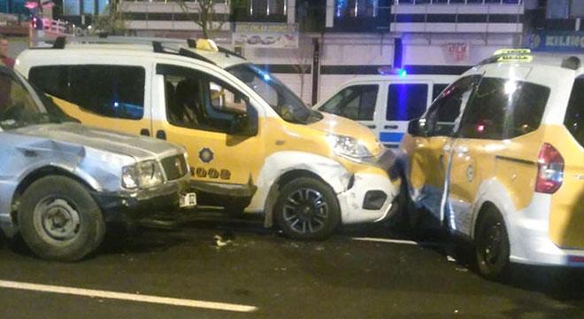 Diyarbakır'da Göletli Park civarında zincirleme kazada 2 kişi yaralandı