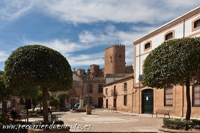 Castillo desde plaza Mayor, Baños de la Encina