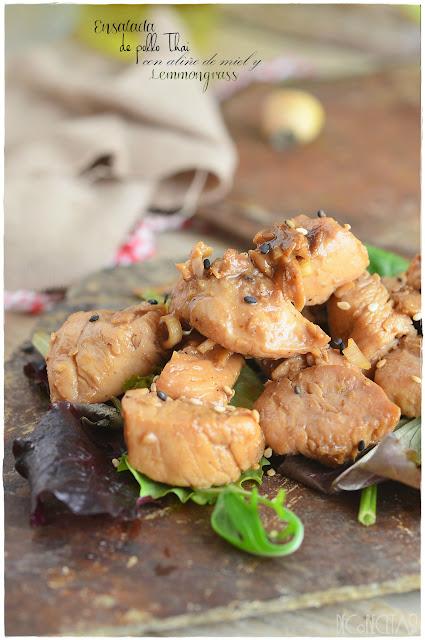 Ensalada de pollo Thai con salsa de miel y lemmongrass