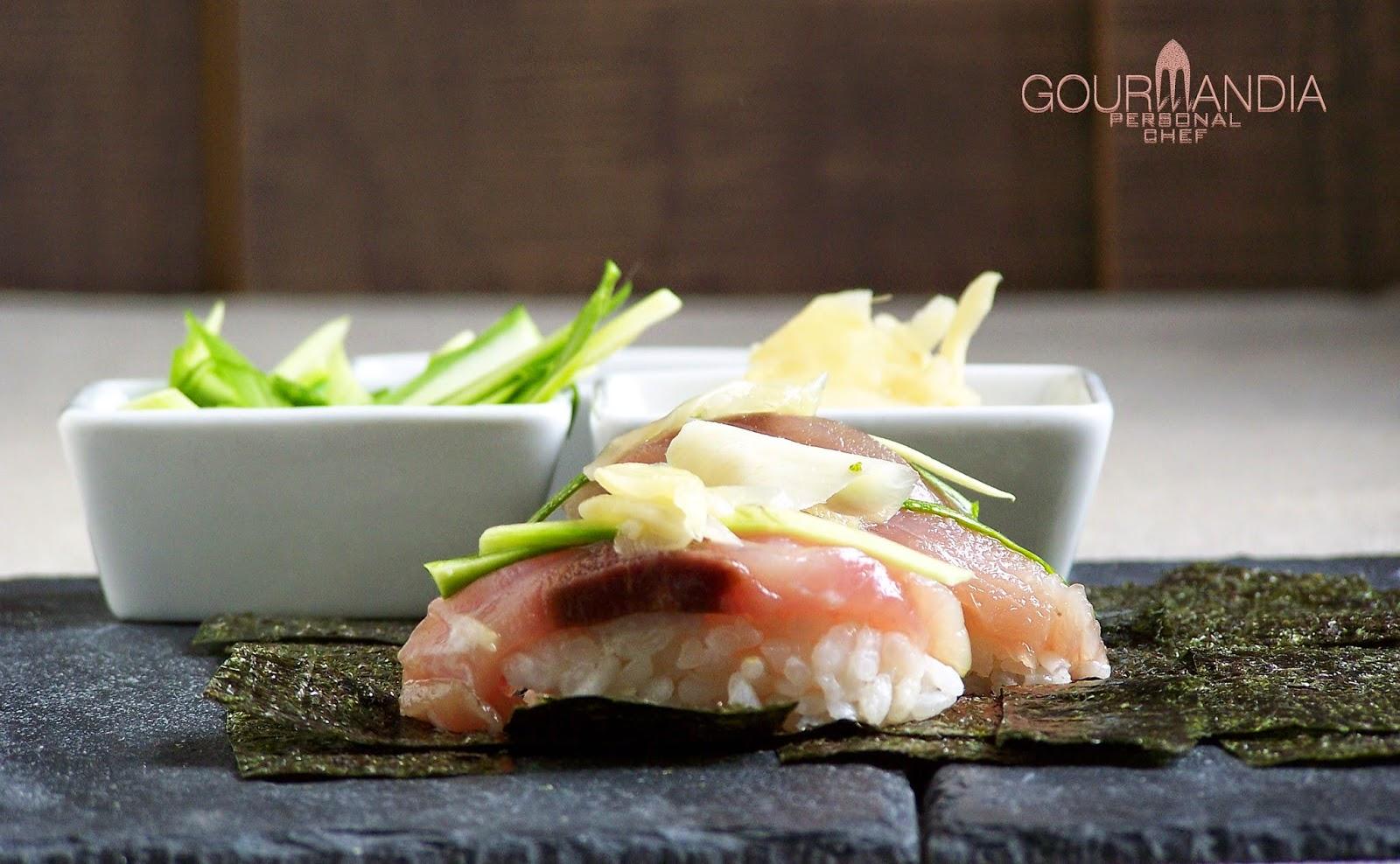 Nigiri sushi di sgombro e ricciola  Gourmandia