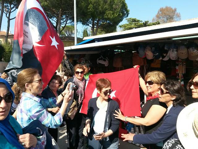 İtalya,Türk Bayrağı
