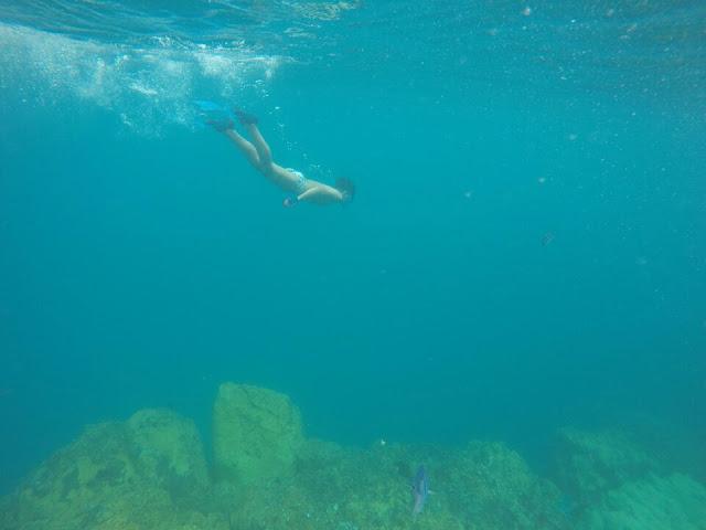 Crianças mergulham felizes em Noronha, Praia do Sancho