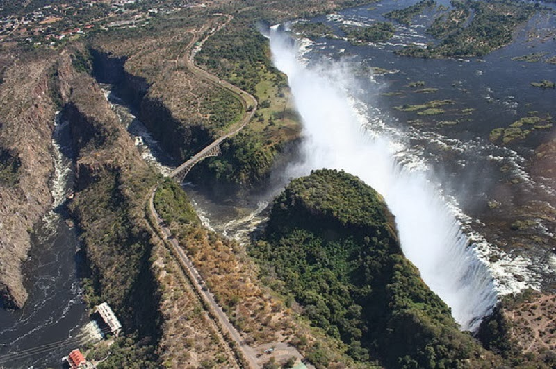 One Metre From Death: Visit the Beautiful Victoria Falls and the Devil's Pool in Africa