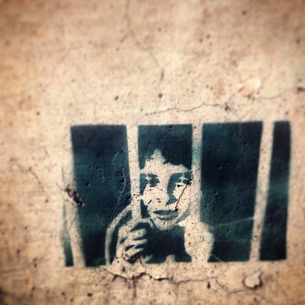 """Han pasado casi veinte años y veo en México  a los mismos personajes haciendo las mismas  promesas de """"progreso"""" y """"desarrollo"""" que se hicieron escuchaba en España cuando era niño.  ¿Serán conscientes los mexicanos de que están  tomando el mismo camino que España?  ¿Se darán cuenta de que detrás de la supuesta  """"modernidad"""" que les están prometiendo se  ocultan la explotación de sus recursos y la  destrucción de su cultura?"""