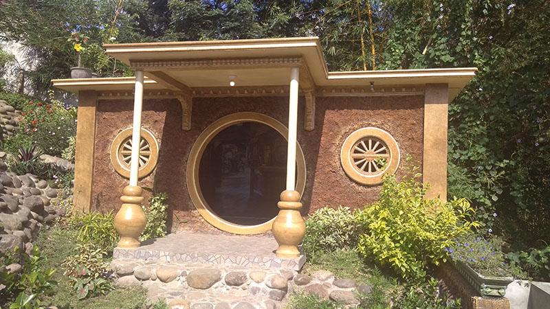 Rumah Hobbit Pertama