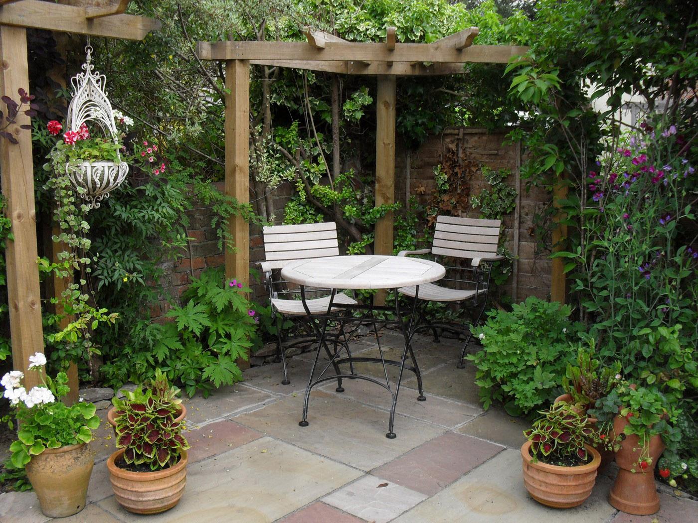 Small Courtyard Garden Design And Decor Ideas