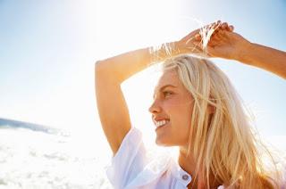 девушка солнце лето волосы улыбка отпуск