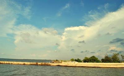 akcayatour, Pantai Tirang, Travel Malang Semarang, Travel Semarang Malang