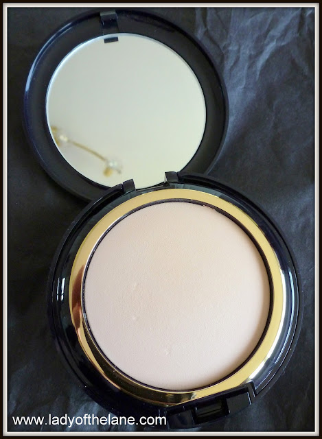 Estee Lauder Invisible Powder Make Up